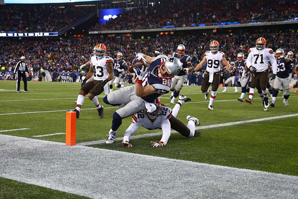 Danny Amendola scores the game-winner in the controversial Week 14 Browns-Pats game. (Simon Bruty)