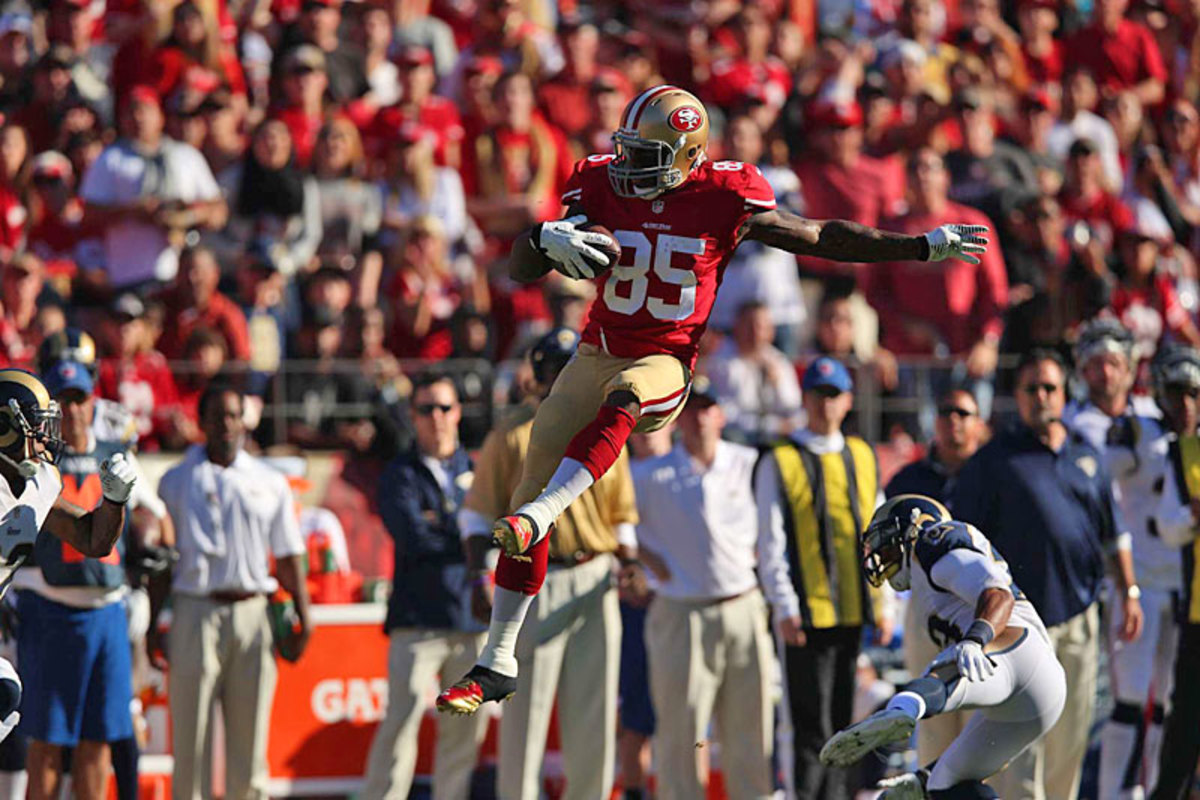Vernon Davis takes the high road against the Rams. (Jed Jacobsohn)