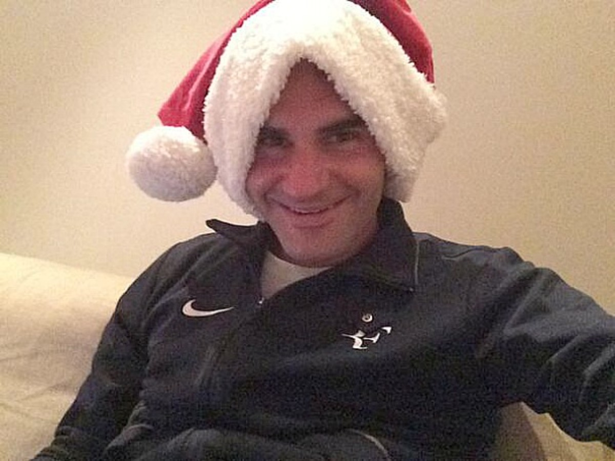 Roger Federer was in a giving mood over the weekend. (Photo from Twitter)