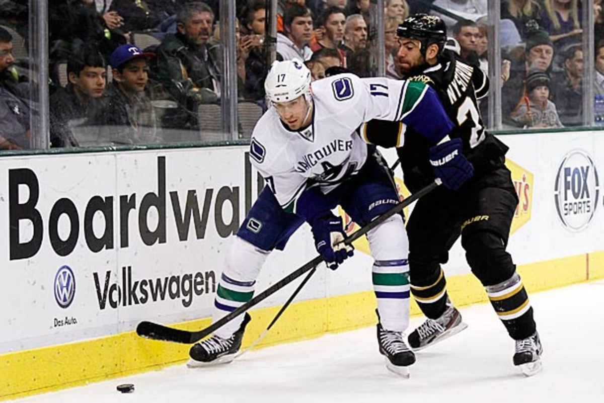 Ryan Kesler of the Vancouver Camucls is injured again.