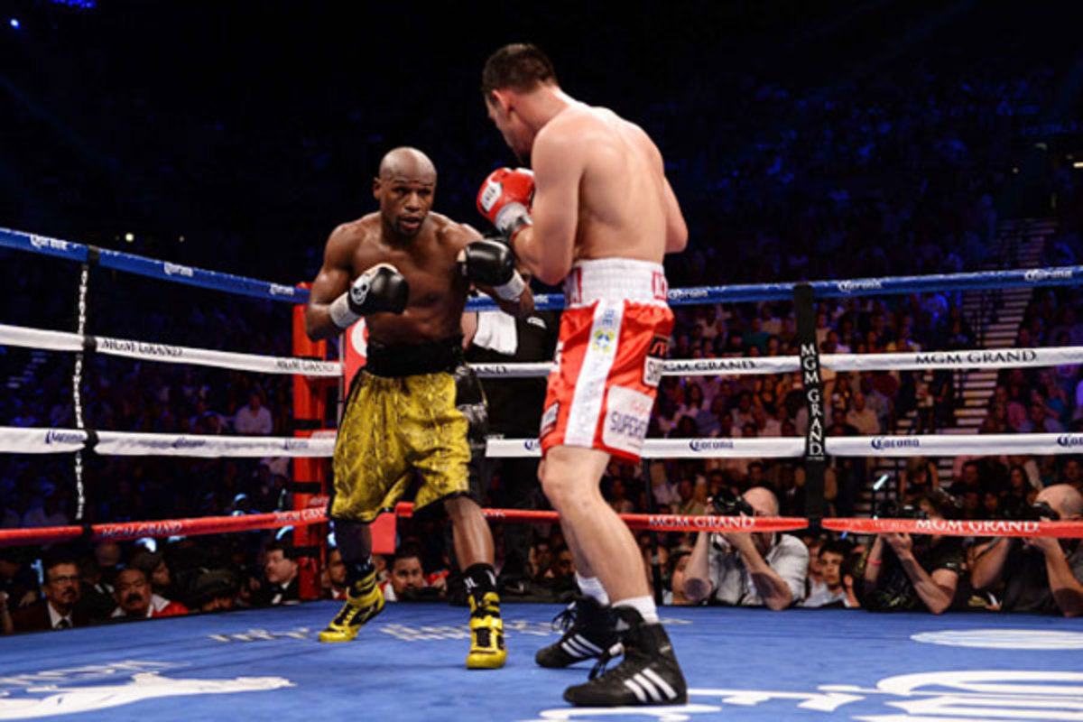 Floyd Mayweather (left) defeated Robert Guerrero via unanimous decision on Showtime PPV. (Robert Beck/SI)