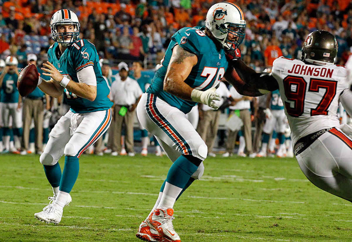 Ryan Tannehill and Lydon Murtha (Charles Trainor Jr./Getty Images)