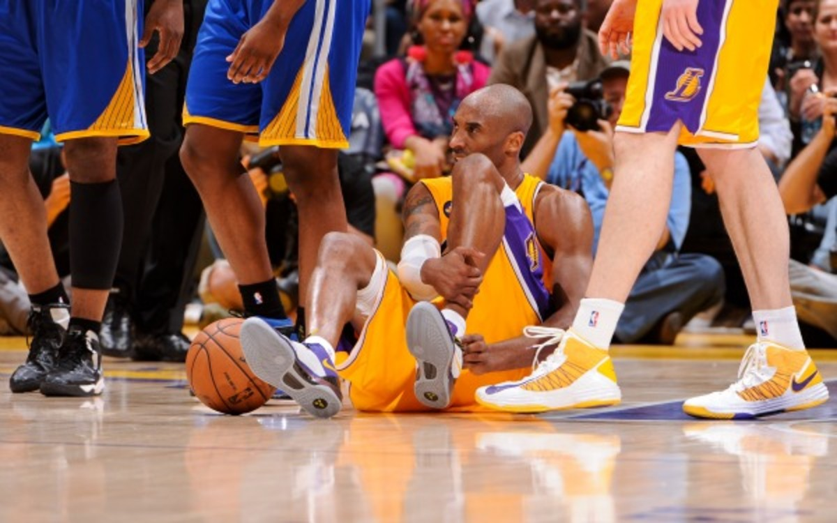 """Kobe Bryant is """"progressing well,"""" but his return date is still up in the air. (Andrew D. Bernstein/NBAE/Getty Images)"""