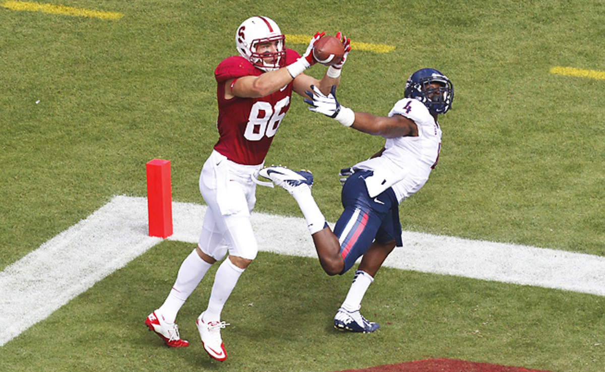 Arizona's Patrick Onwuasor (right) recorded 36 tackles and one pass breakup as a freshman.