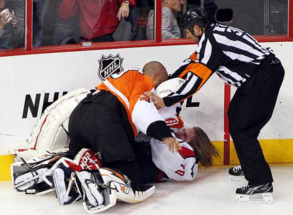 Goalies Ray Emery and Braden Holtby fight