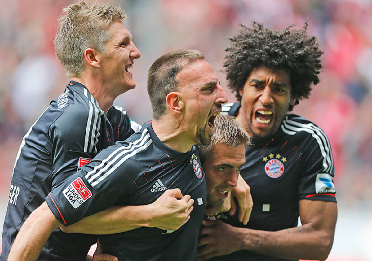 Franck Ribery (second from left) celebrates after scoring against Borussia Moenchengladbach.
