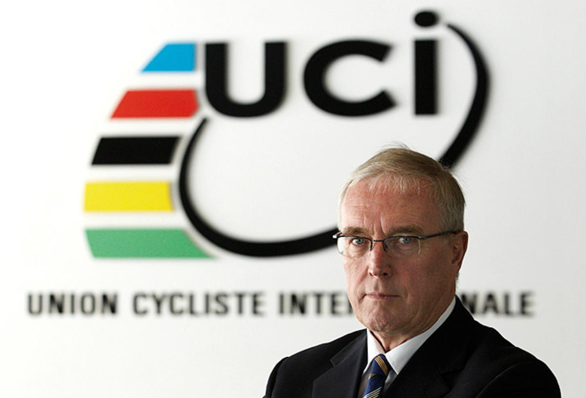 Pat McQuaid says that Lance Armstrong should travel to the UCI headquarters and apologize to him.