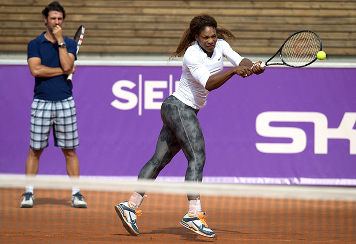 Serena Williams easily moved into the second round of the Swedish Open in Bastad.
