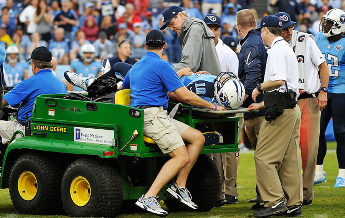 With no major damage found in Jake Locker's hip, the QB may only miss a few weeks of action.