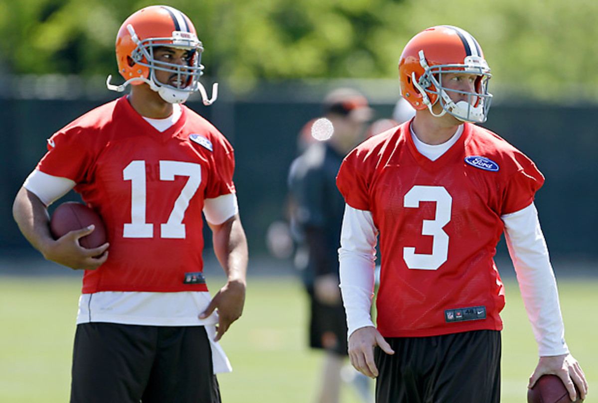 Jason Campbell (left) is two years older than Brandon Weeden, but six more seasons of experience. (Mark Duncan/AP)