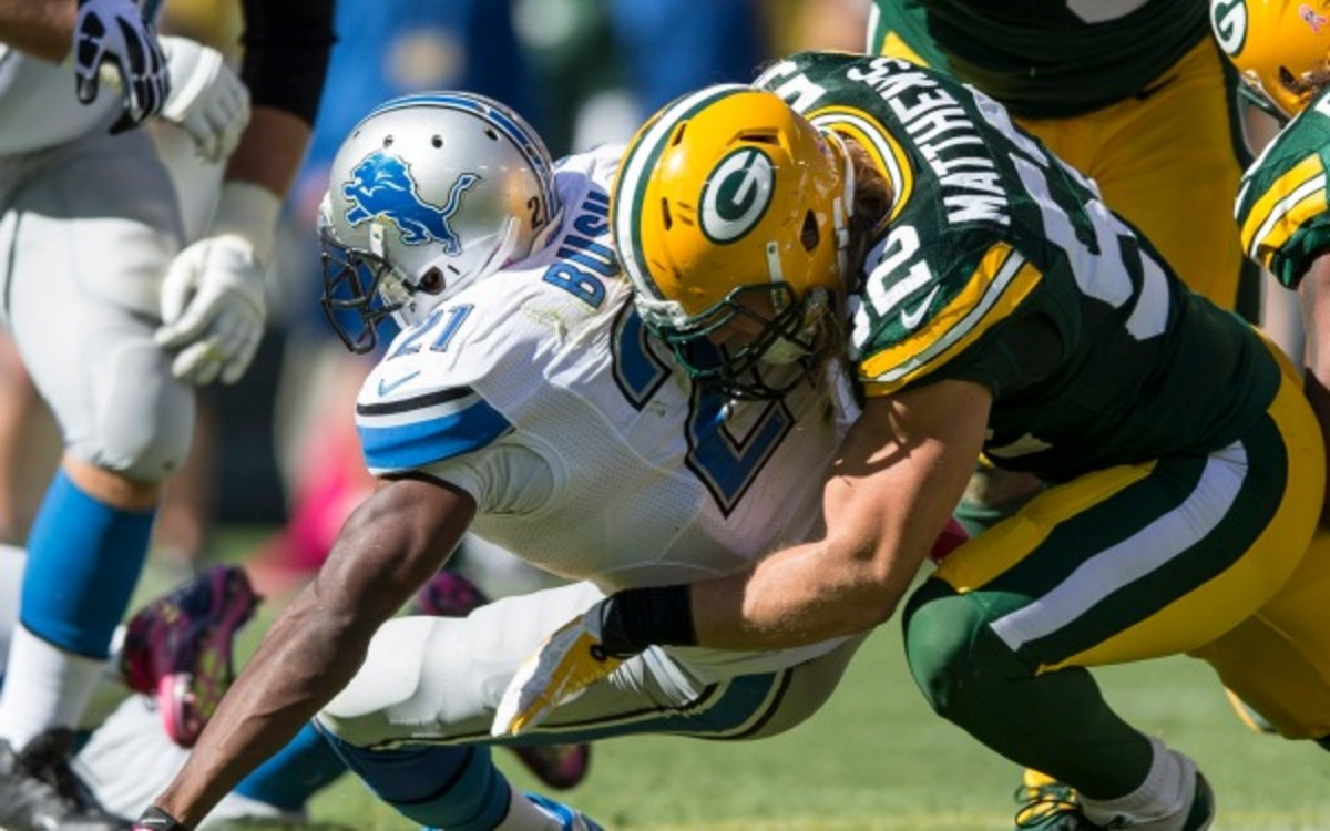 Packers linebacker Clay Matthews is expected to miss a month with a broken thumb. (Tom Lynn/Getty Images)