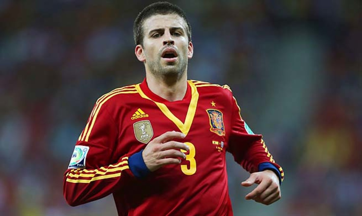 Gerard Pique was among six players who were robbed, according to a Spanish newspaper.