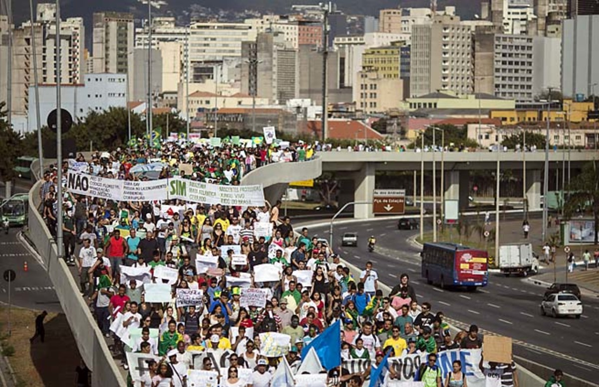 People march toward the Mineirao stadium in Belo Horizonte before a Japan-Mexico match on Saturday.