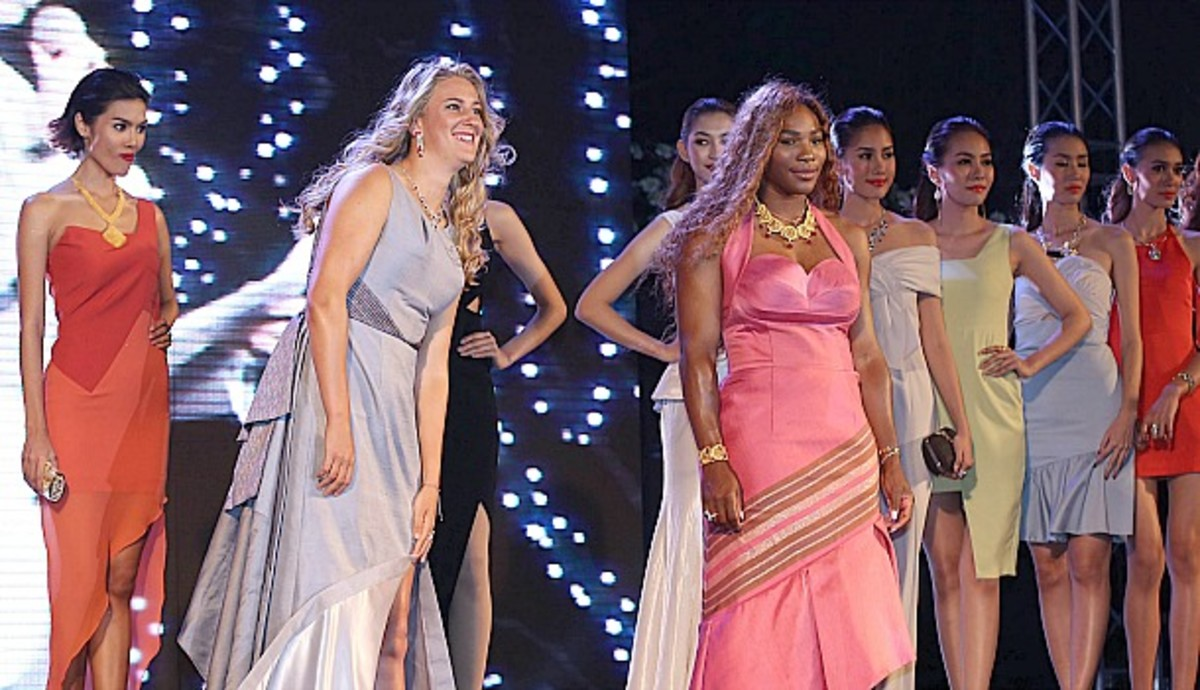 Serena Williams and Victoria Azarenka walk the runway at a fashion show in Thailand. (AFP/Getty Images)