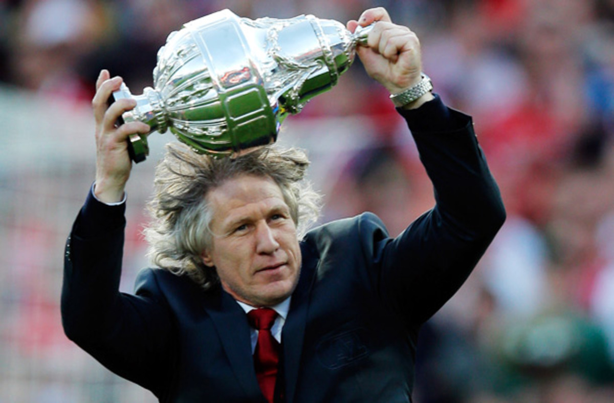Gertjan Verbeek won the Dutch Cup in 2012 with AZ Alkmaar, but he's out of a job now.