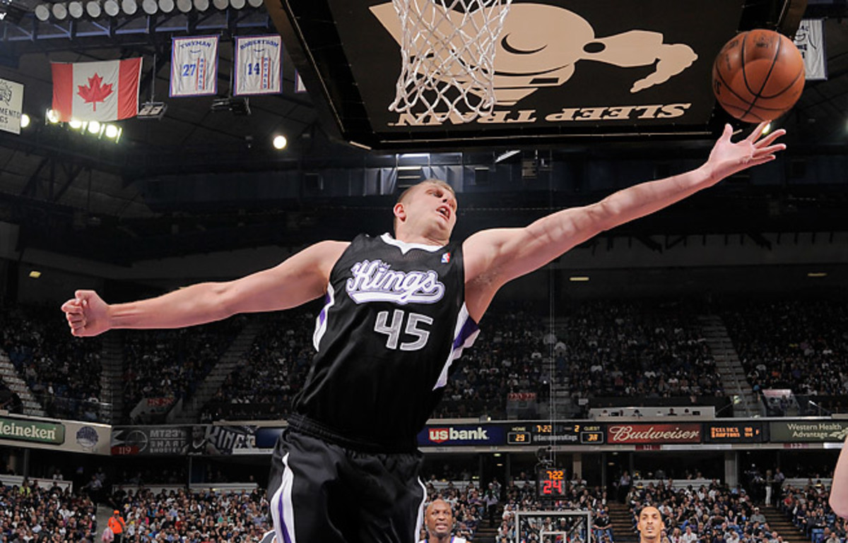 The Knicks signed Cole Aldrich, who averaged 2.2 points and 2.7 rebounds in 2012-13, to bolster their frontcourt.