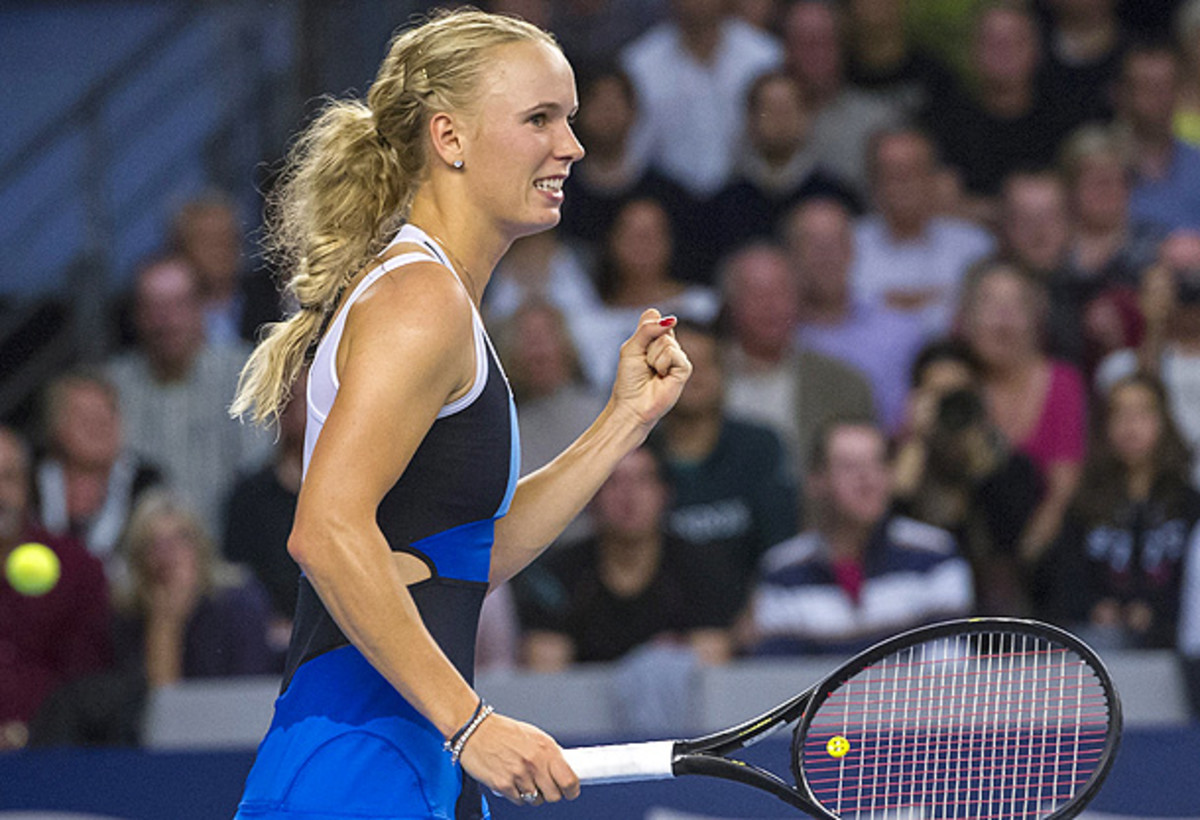 Caroline Wozniacki celebrates after defeating Annika BEck to win the Luxembourg Open. (NICOLAS BOUVY/EPA)