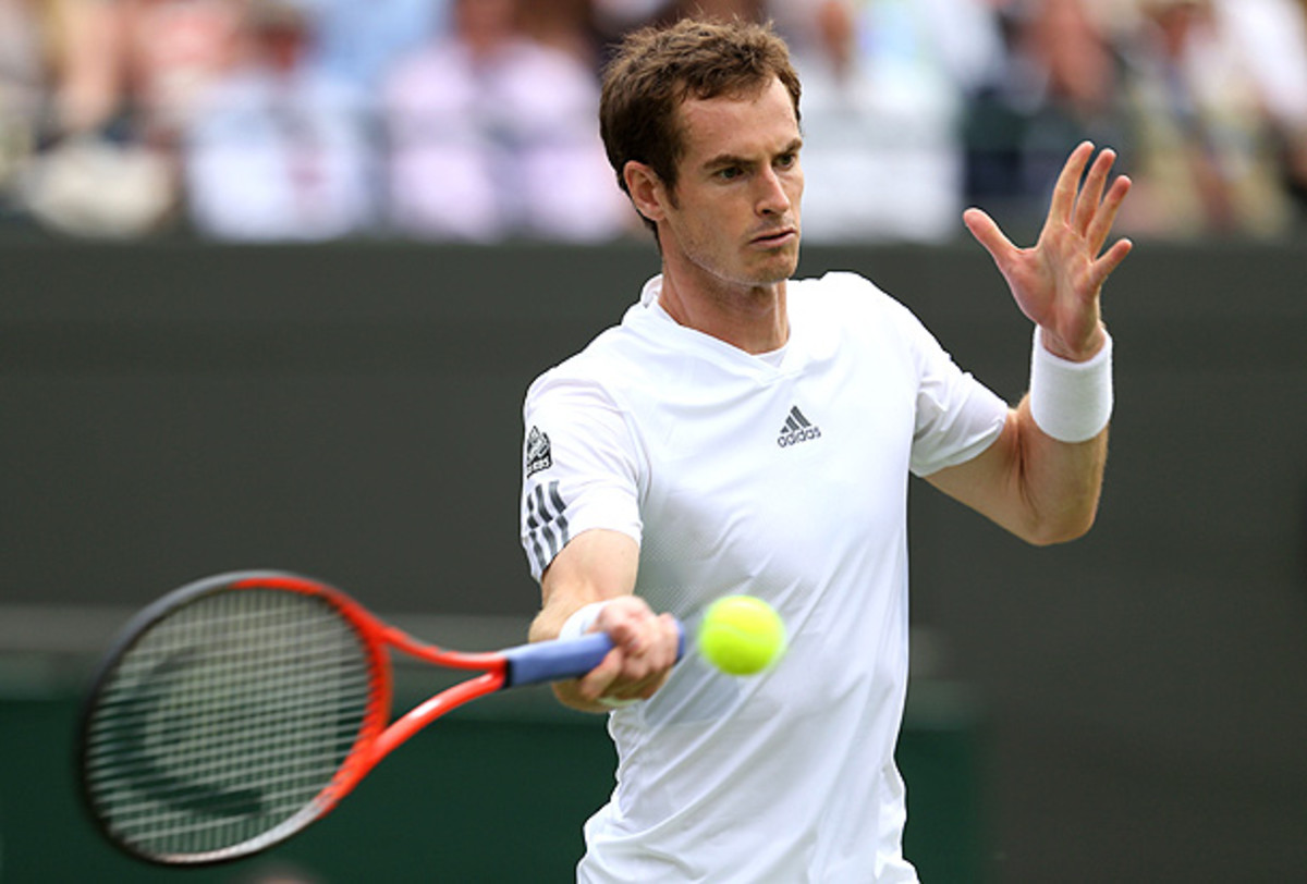 Andy Murray will have the benefit of playing on Centre Court when he faces Tommy Robredo. (Clive Brunskill/Getty Images)