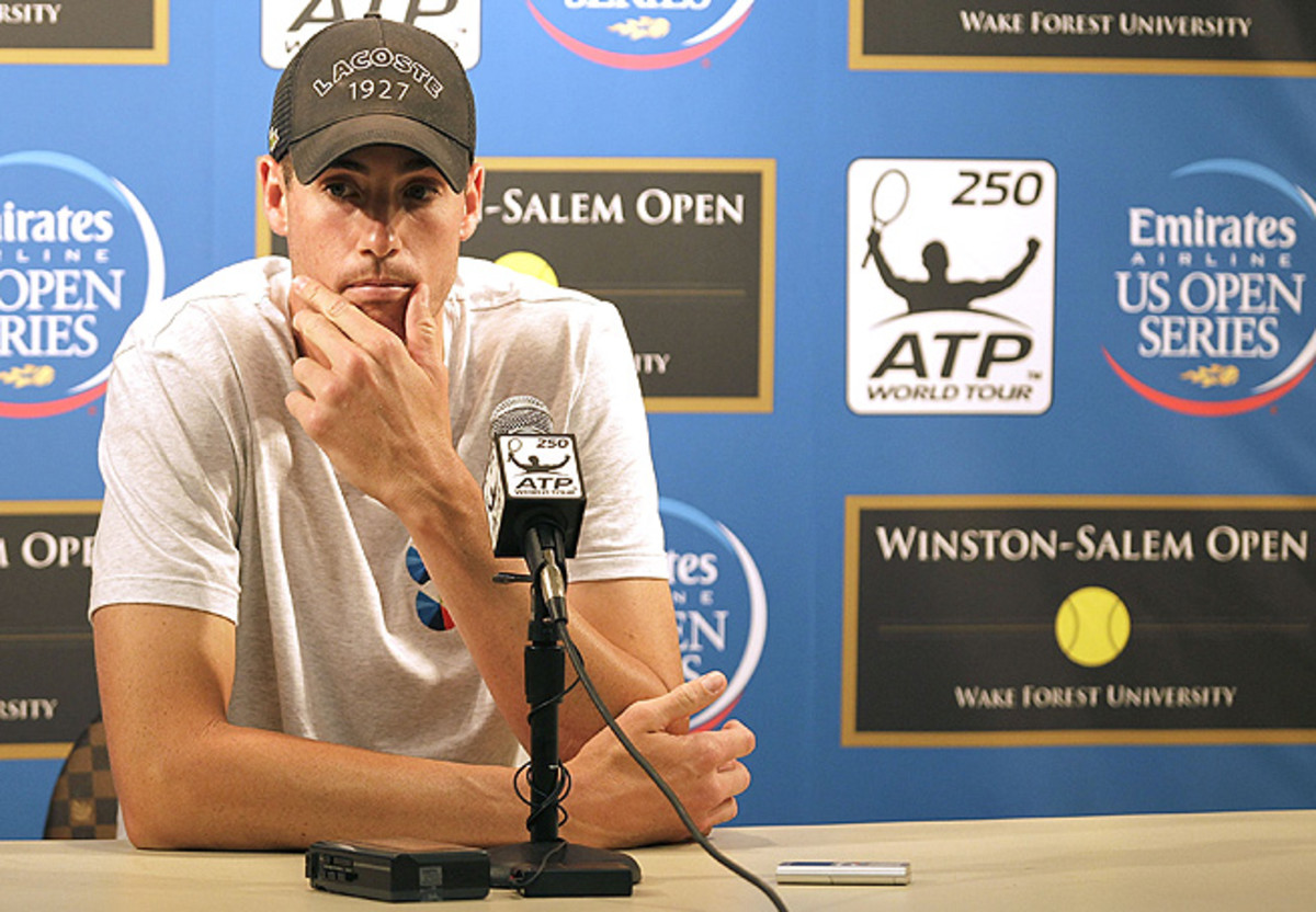 John Isner announces his withdrawal from the Winston-Salem Open with a hip injury.