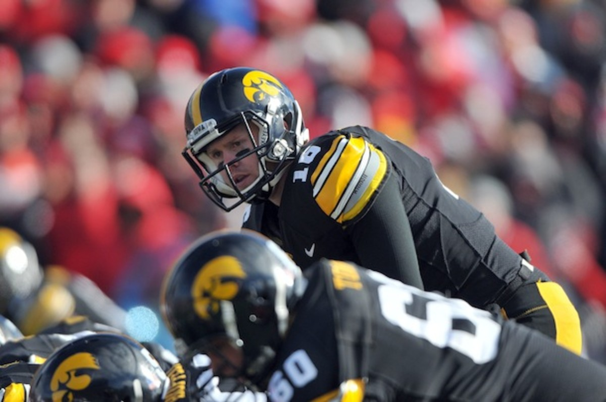 Will the Hawkeyes break their 7-point streak in the 2013 Hy-Vee Heroes Game? Probably not, right? (AP)