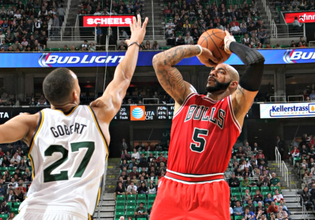Working the pinch post would allow Carlos Boozer more room to fire off his mid-range jumper. (Melissa Majchrzak/NBAE via Getty Images)