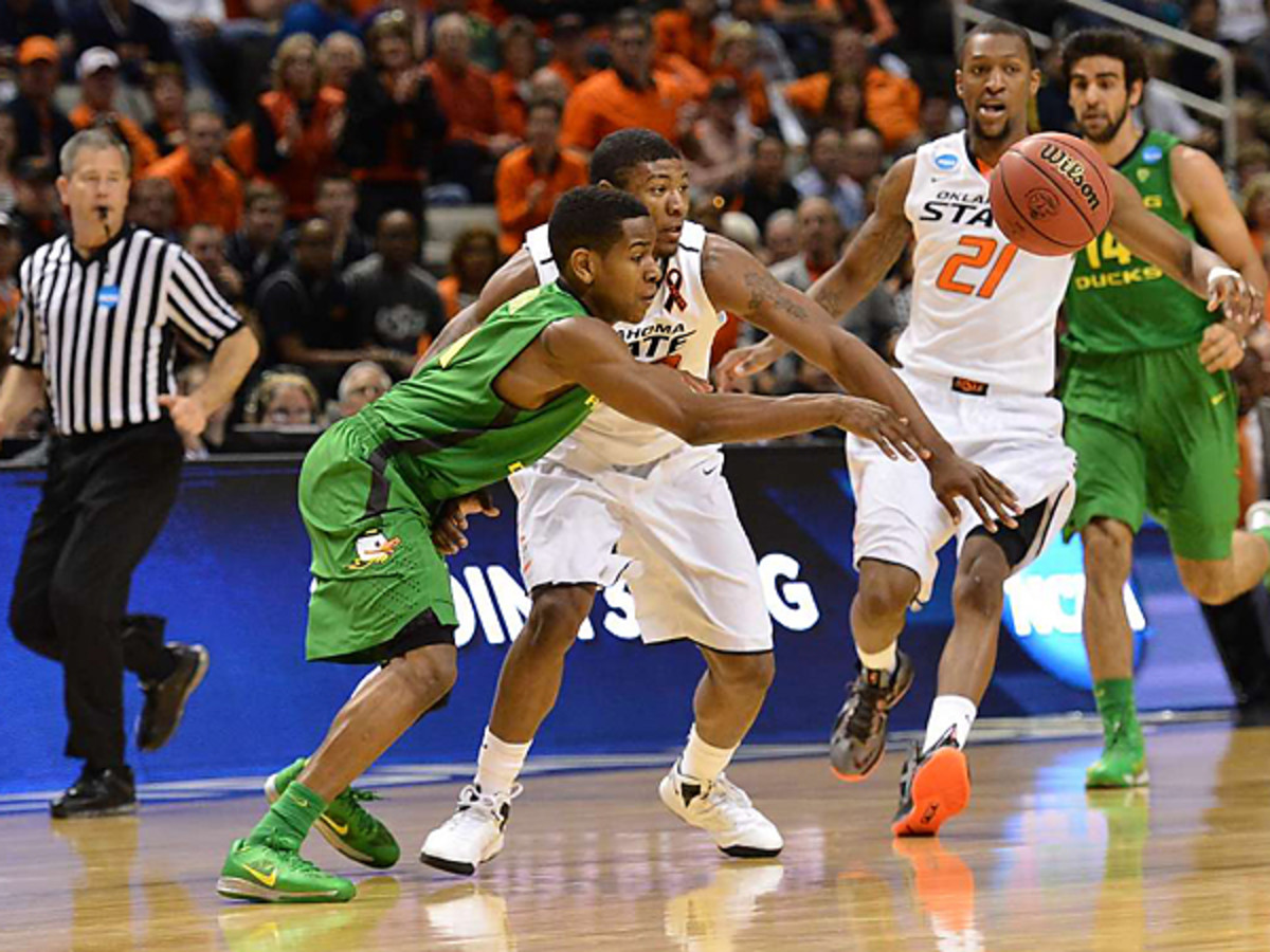 Dominic Artis' defense on Marcus Smart forced the star Oklahoma State point guard into five turnovers and Paced Oregon to a 68-55 win. (Robert Beck/SI)