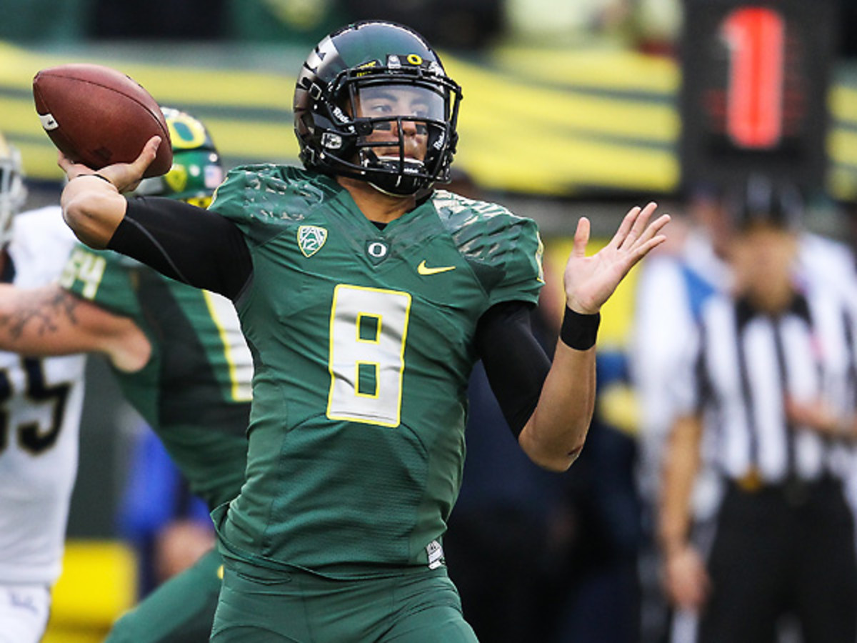 Marcus Mariota and Oregon leapfrogged Florida State after dominating UCLA. (Steve Conner/Icon SMI)
