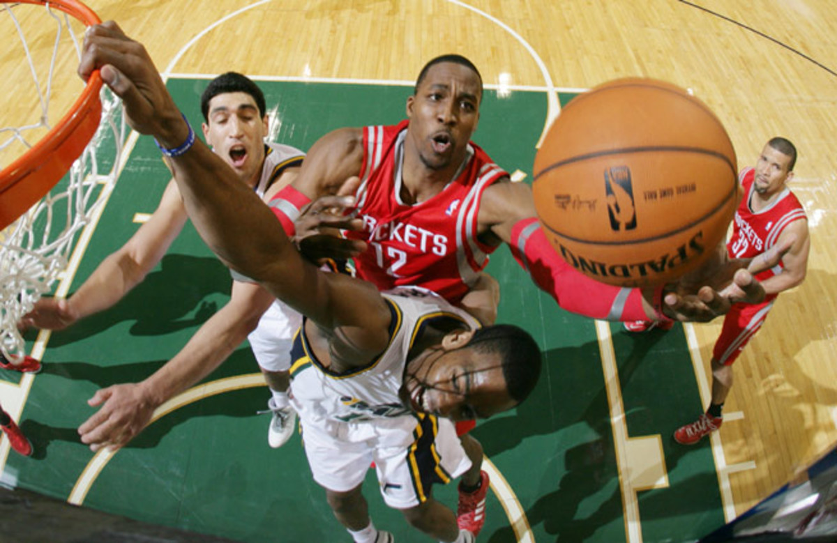 Thanks to Dwight Howard, who is averaging 15 points and 17 rebounds per game, the Rockets are 3-0.