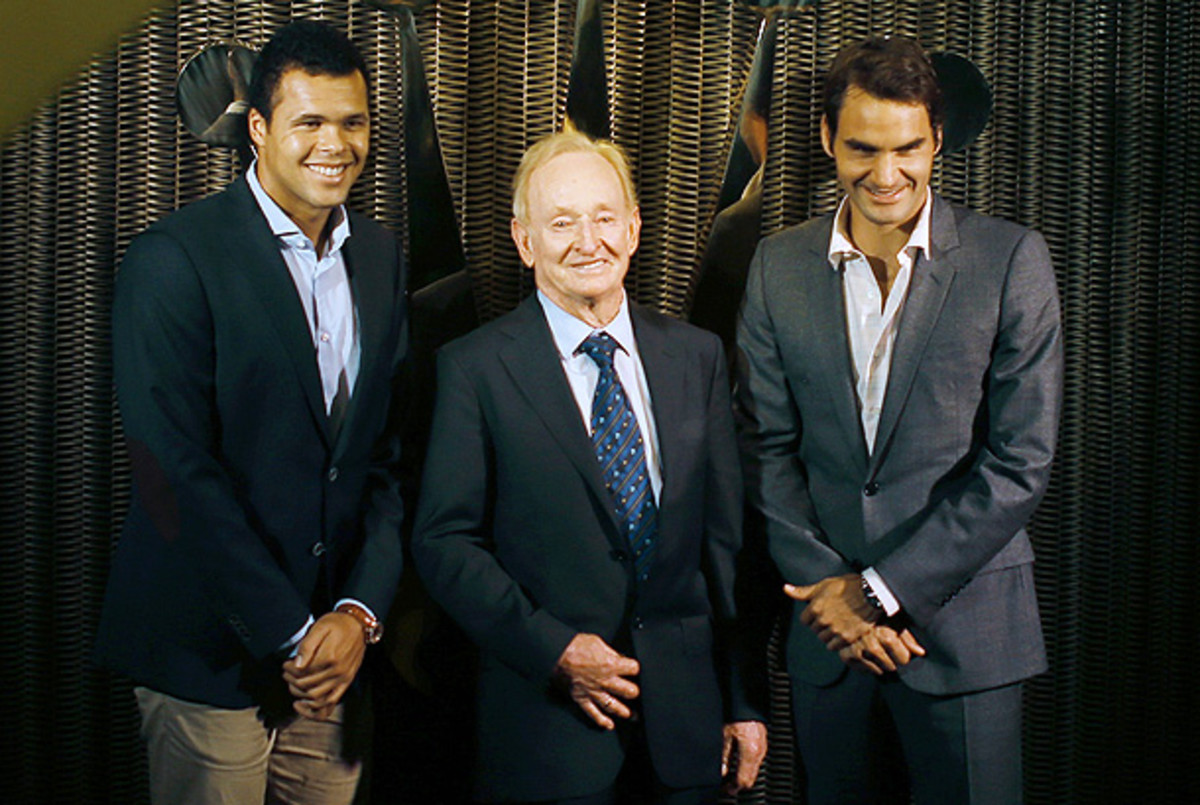 Jo-Wilfried Tsonga and Roger Federer pose with Rod Laver (center) ahead of the Shanghai Masters draw. (AP Photo)