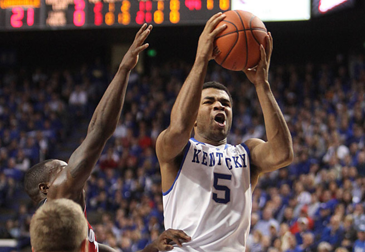 Andrew Harrison had 18 points as the Wildcats knocked off archrival Louisville on Saturday.