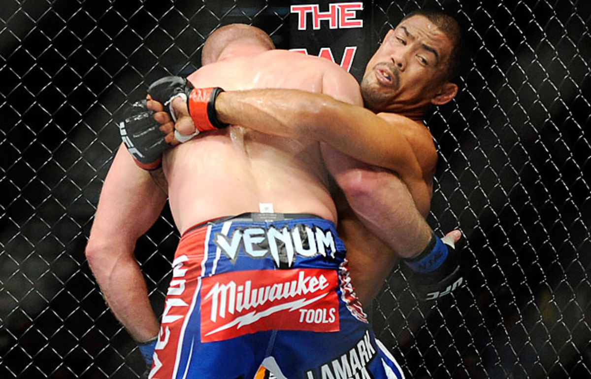 Mark Munoz (right) won a close but unanimous decision over Tim Boetsch in a middleweight bout at UFC 162.