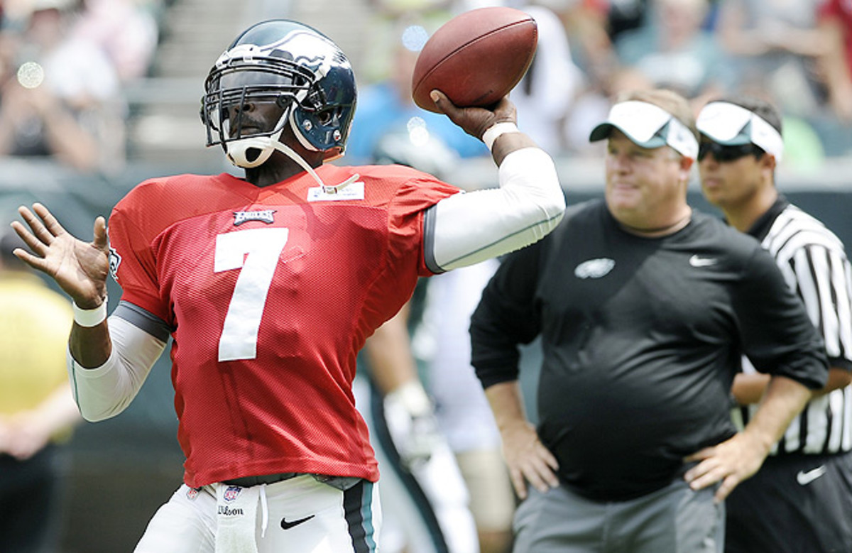 """""""It just feels like you're at an advantage out there,"""" Michael Vick said of Chip Kelly's offense."""