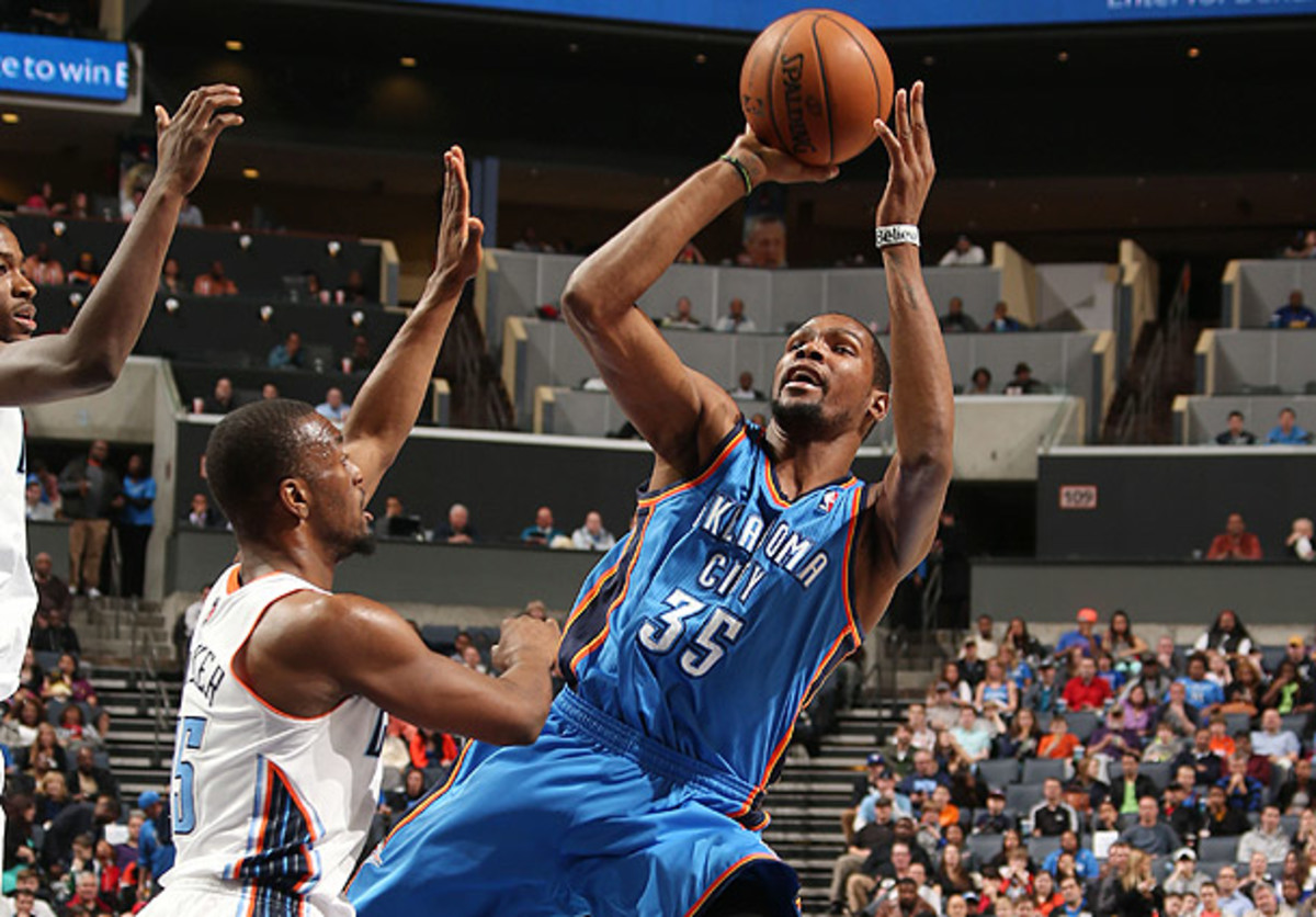 Kevin Durant shoots over the Bobcats