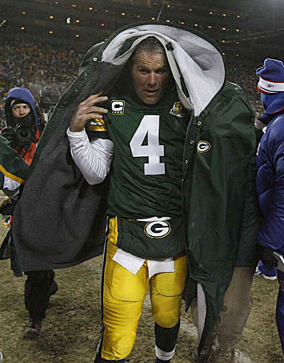 Manning's cold-weather discomfort looks a lot like what Brett Favre went through in his final years in Green Bay. (Simon Bruty/Sports Illustrated)