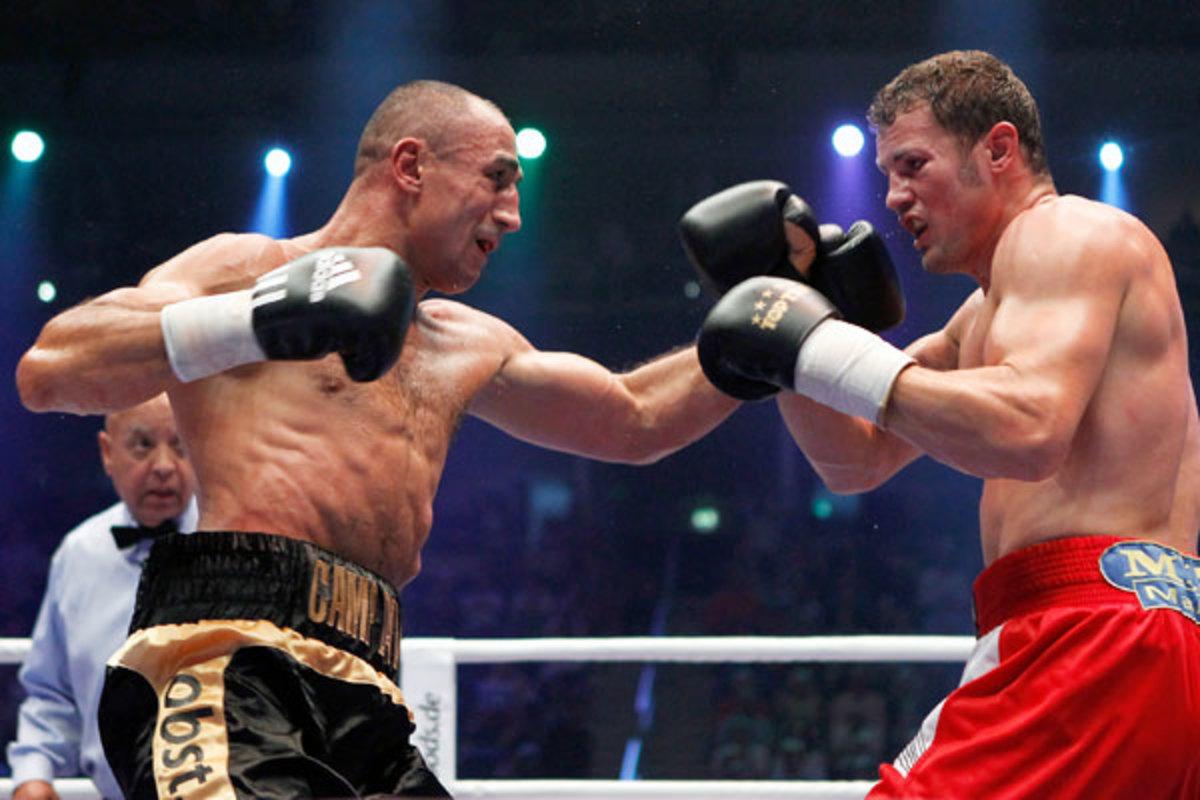 Arthur Abraham (left) defeated Robert Stieglitz in a close decision in Aug. 2012. (Boris Streubel/Getty Images)