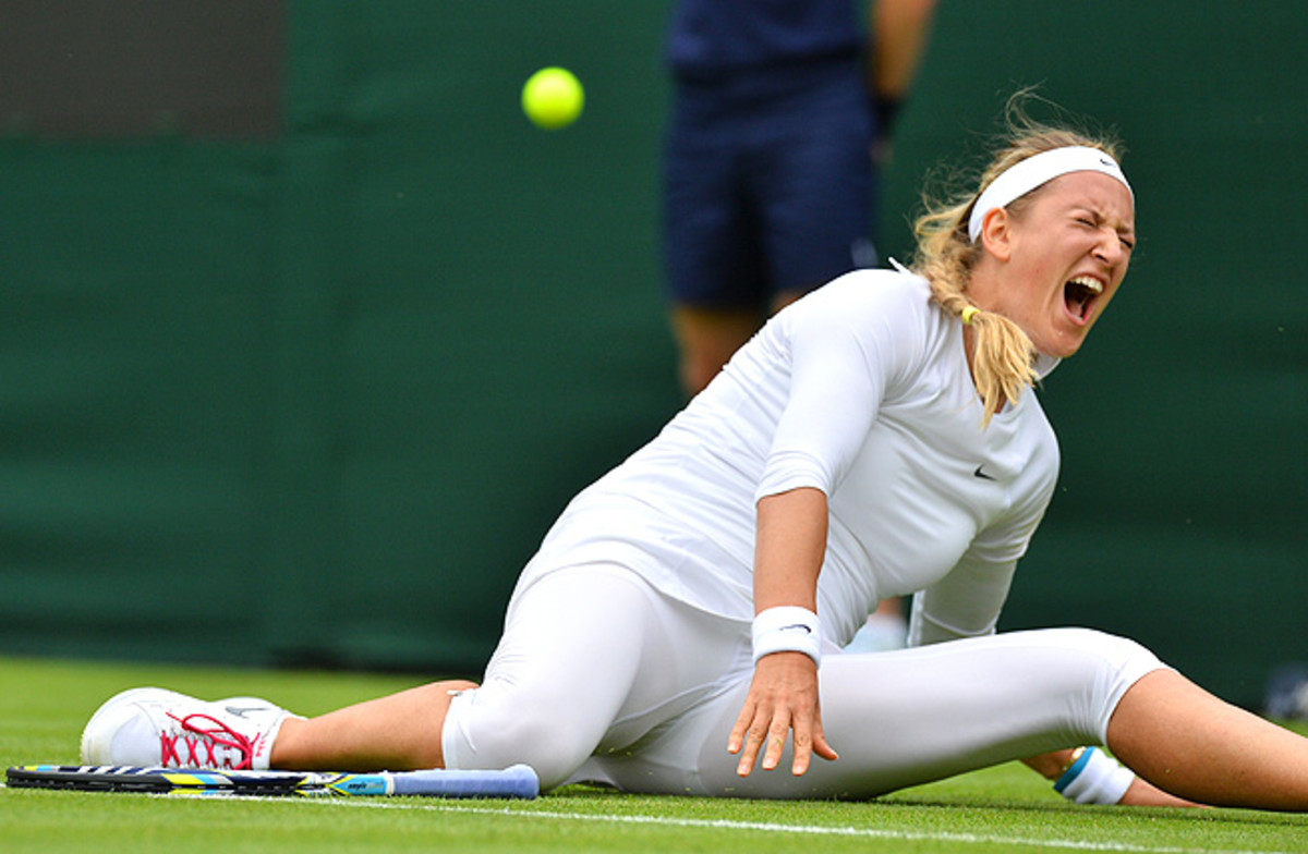 During the first round, Victoria Azarenka twisted her knee and fell hard, but she managed to finish the match.