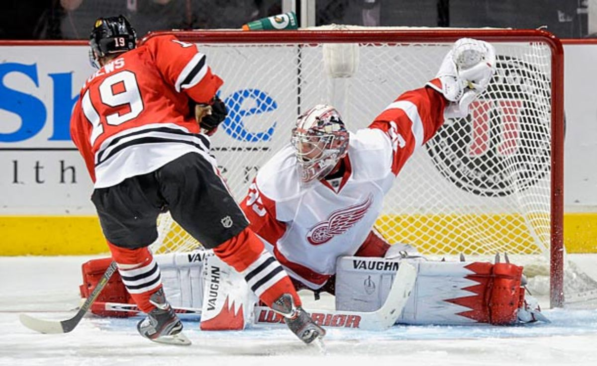Jonathan Toews of the Chicago Blackhawks tries to beat Detroit Red Wings goalie Jimmy Howard