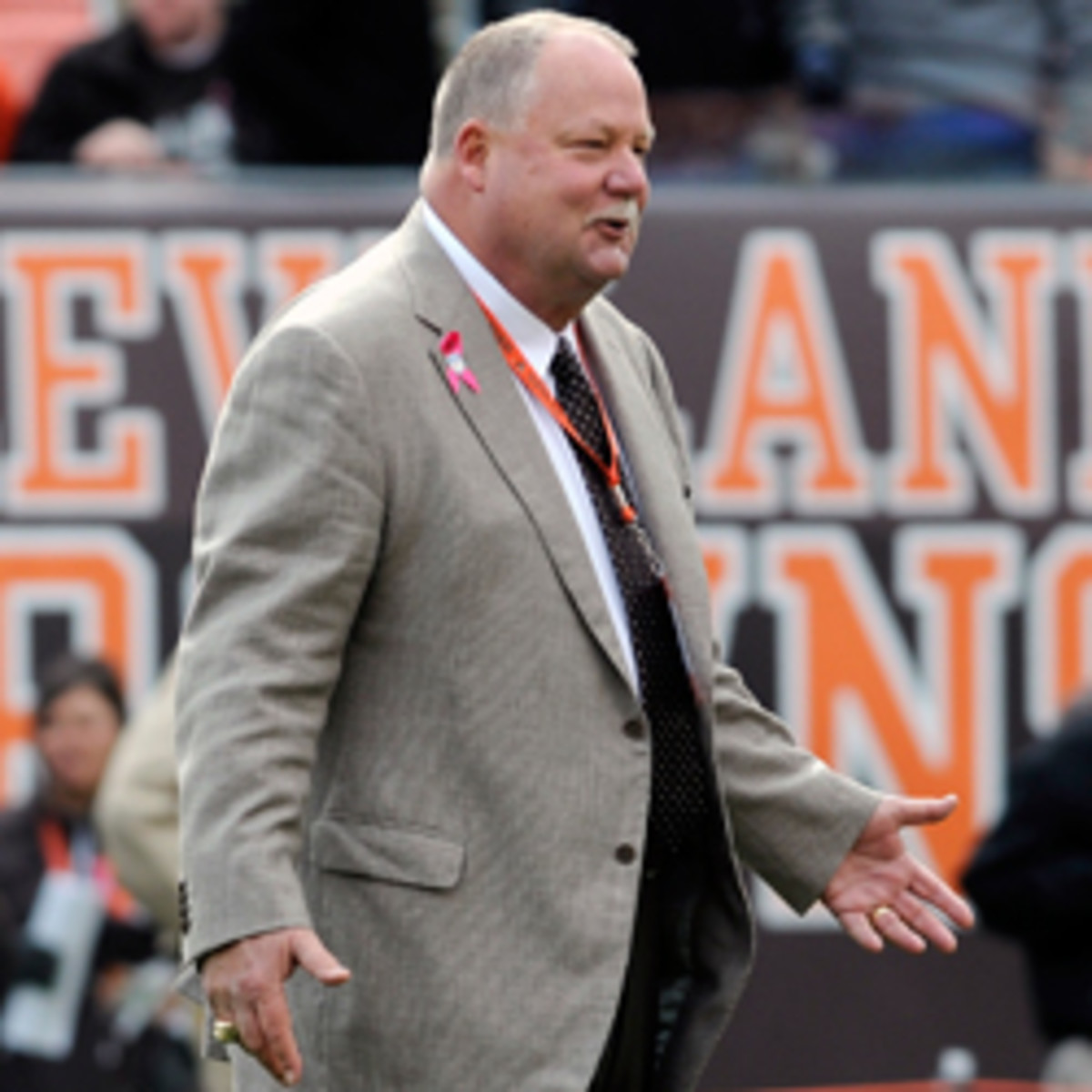 Mike Holmgren and the Oakland Raiders are in discussions about a position with the team. (Jason Miller/Getty Images)