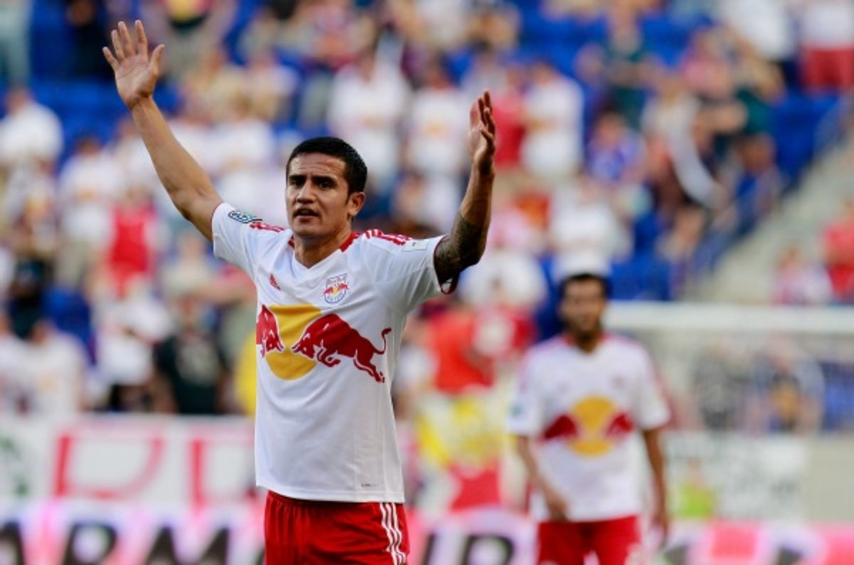 Tim Cahill suffered a PCL injury in his right knee Saturday. (Mike Stobe/Getty Images)