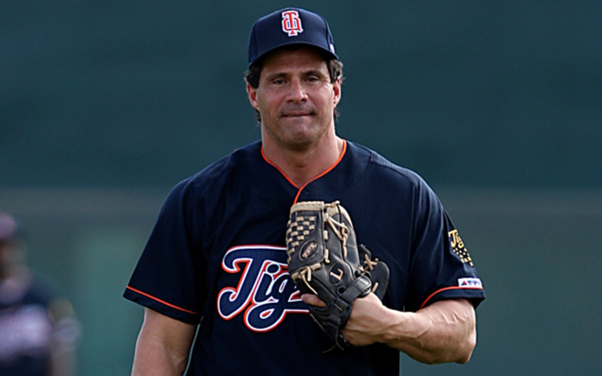 Jose Canseco has signed to play for the independent Fort Worth Cats against twin brother, Ozzie, this weekend. (Getty Images)