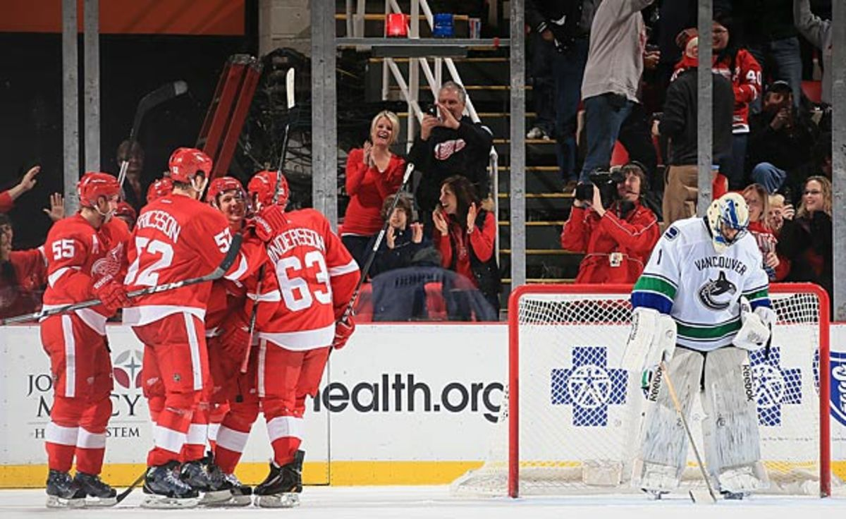Roberto Luongo got shelled by the Red Wings.