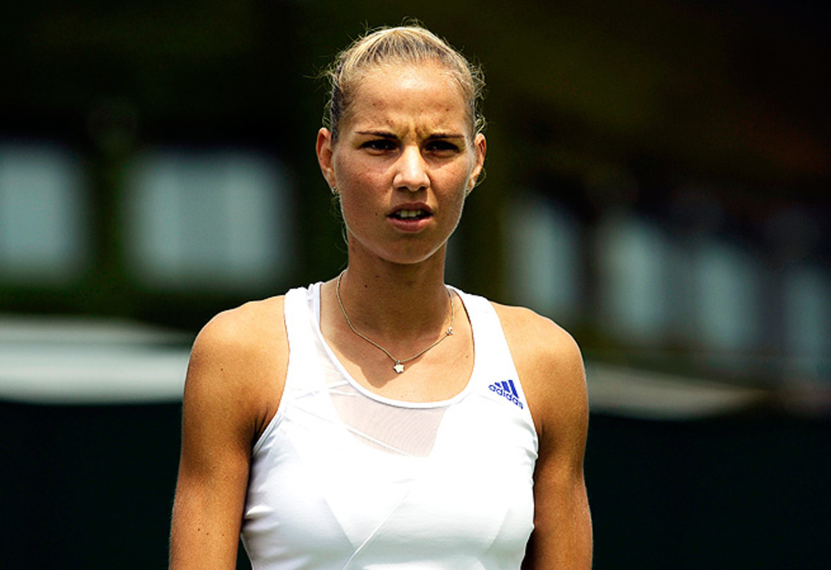 Arantxa Rus fell to Olga Puchkova 6-4, 6-2 at Wimbledon, extending her WTA losing streak to 17.