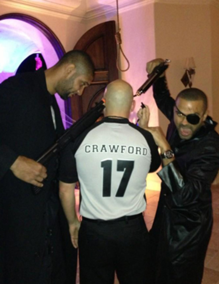 Tim Duncan and Tony Parker point fake guns at referee Joey Crawford during a Halloween party (Deadspin)