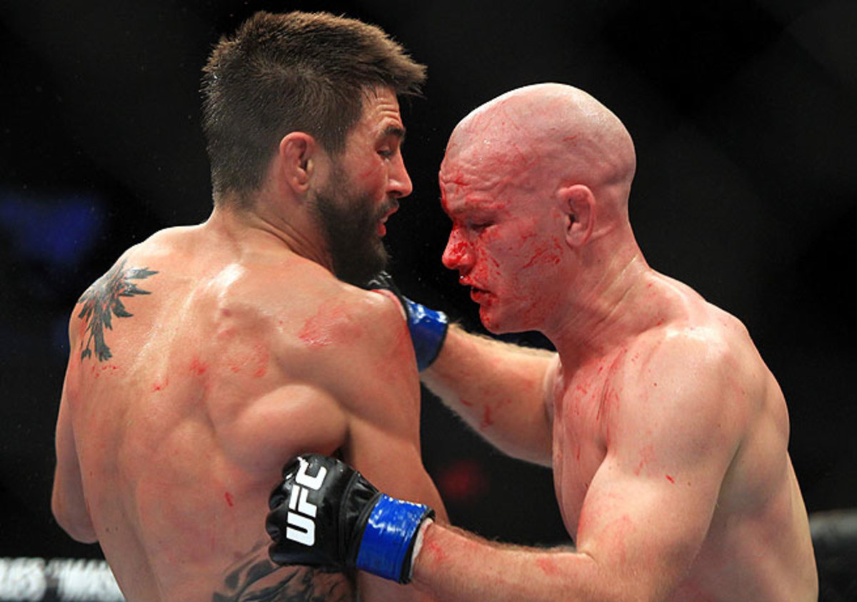 Carlos Condit (left) bloodied Martin Kampmann before taking him out in the fourth round.