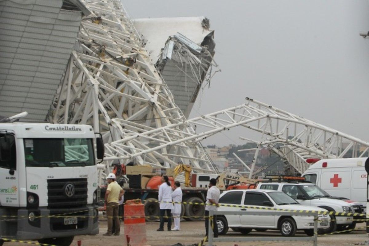 A crane collapse at Itaquerao Stadium in Sao Paulo, Brazil, resulted in the death of two people Wednesday. (Getty Images)