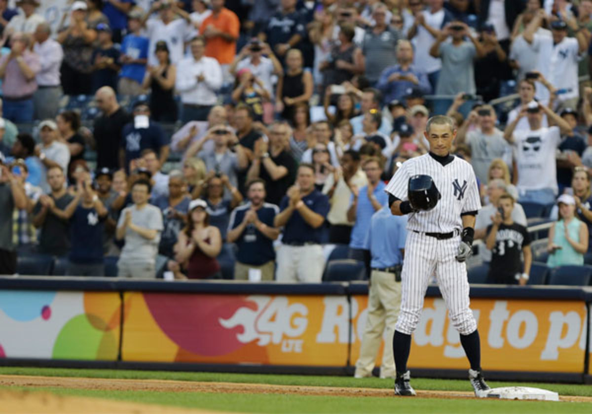 Ichiro received a standing ovation after hitting his 4,000th career hit. (Frank Franklin II/AP)