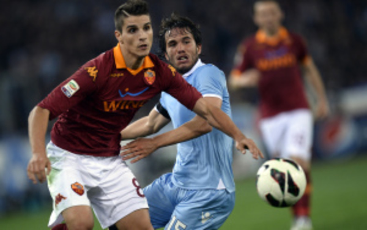 Roma forward Erik Lamela will sign with Tottenham Hotspur for approximately $45 million. (Filippo Monteforte/Getty Images)