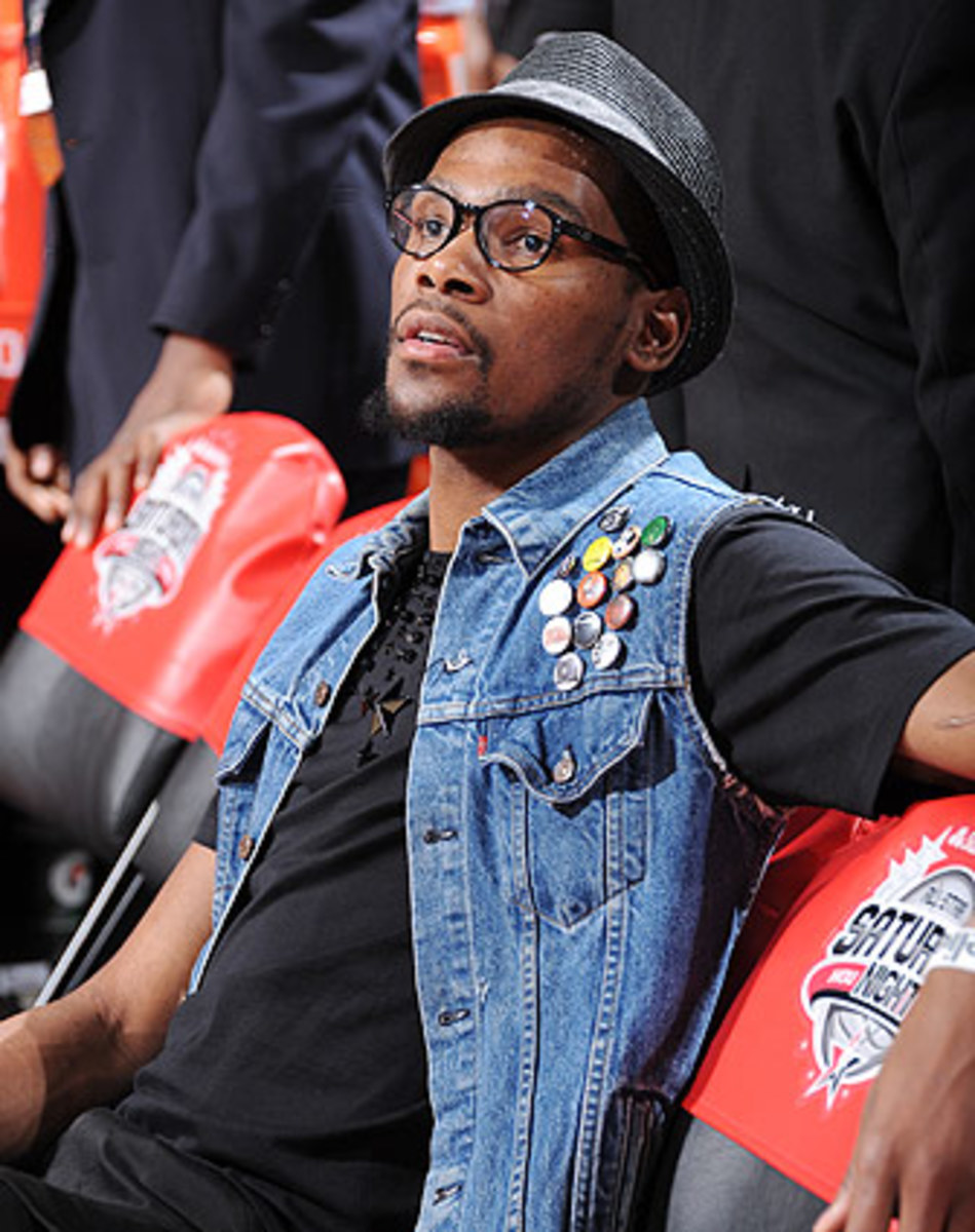 Kevin Durant wears a vest