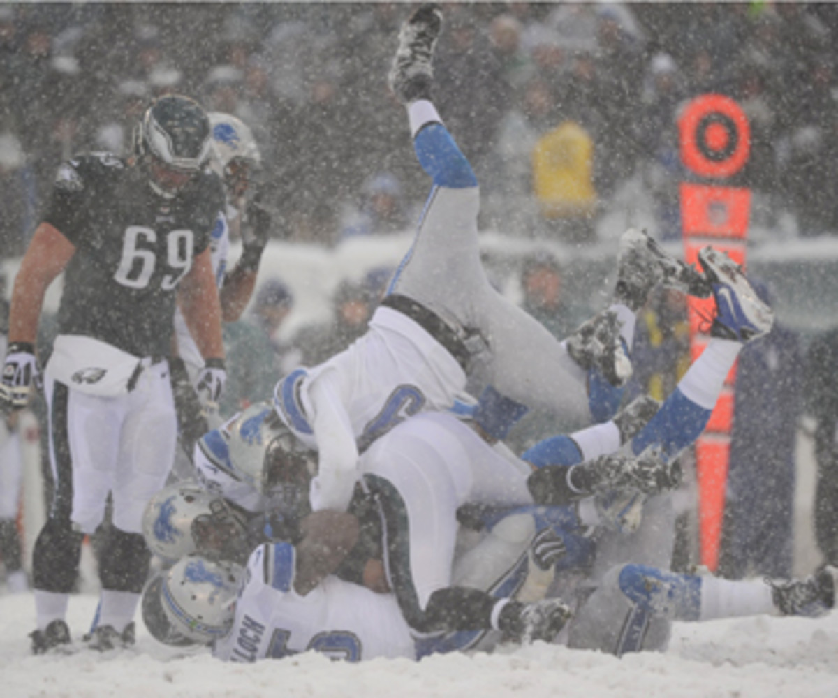 The Week 14 Eagles-Lions game featured nine fumbles. A snowy Super Bowl could prove equally sloppy. (Al Tielemans/Sports Illustrated)