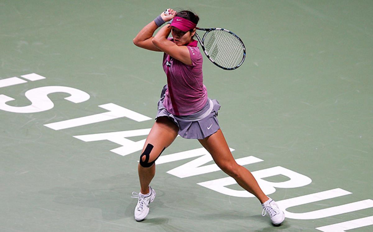 Li Na knocked off Victoria Azarenka to reach the WTA Championships semifinals, where she'll face Petra Kvitova.